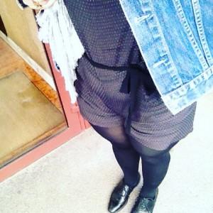 Il faut une première à tout... Même au #combishort @promod !! #ootd #look #lookoftheday #detail  #blogueuseunpeumode #fashion #fall #lyonnaise #streetlook #curvee #generous #team40  Blouson @levis #vintage / derbies @robertclergerie / etole @seeusoonparis