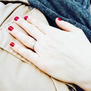 La jolie manucure @kurebazaar par @lalyonnaisemonpetitcomptoir je suis ultra fan !! • #npa #kurebazaar #beaute #bonneadresse #lyonnaise #manicure #mani
