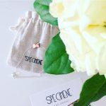 Des fleurs blanches et un joli bracelet specimenelyon des mercredishellip
