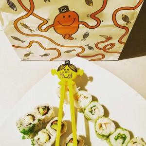 Ce soir c était @sushishop_instagram et on a adoré les nouvelles recettes et les baguettes #monsieurmadame trop choupi • #sushi #lyonnaise #epicurienne #food #miam #sushishop #chopsticks