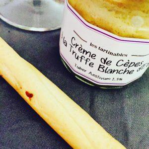 Vendredi. 18h30. C'est l'heure de l'apéro • dip @lepicurien.officiel au top avec cette crème de cèpes à la truffe d'été ⚪️ • #miam #food #truffle #epicurienne #dip #apero